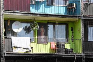 Obraz Ježiša zdobil balkón jedného z obyvateľov sídliska.