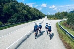 Túto fotografiu zdieľal britský jazdec Froome v športovej aplikácii pri výjazde v okolí Košíc.