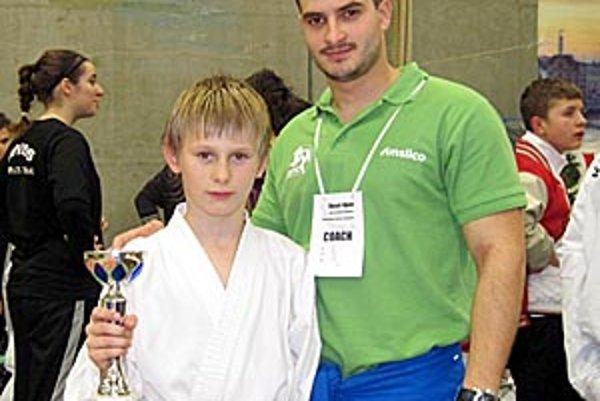 Dávid Podsklan s trénerom Filipom Fogadom.