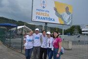 Dobrovoľníci, ktorí prichádzali do Prešova už deň pred návštevou pápeža.