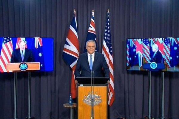 Scott Morrison spolu s Bidenom a Johnsonom na obrazovkách.