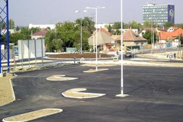 Mesto plánovalo výstavbu nových parkovacích miest už v roku 2009, pre krízu ju však nezrealizovalo.