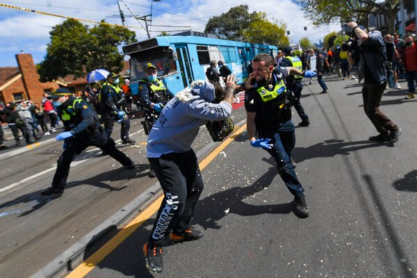 Protest proti opatreniam v Melbourne.