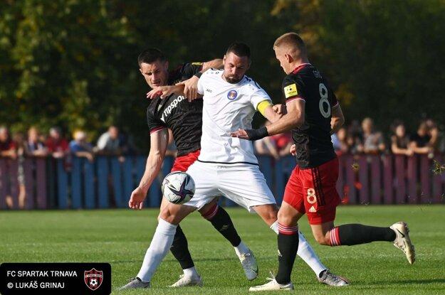 Momentka z pohárového zápasu Pata - FC Spartak Trnava.