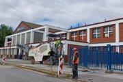 Vo štvrtok začali stavebné práce pri železničnej stanici.