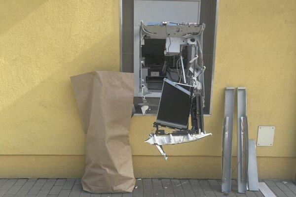 Bankomat v Zbehoch, ktorý bol poškodený v septembri.