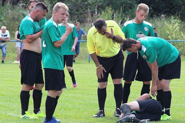 Hráči Sihelného zdolali Lokcu presvedčivo 5:0 avedú siedmu ligu.