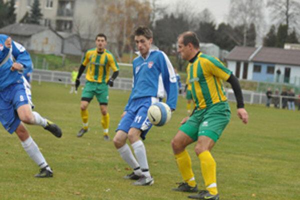 Sťažnosť funkcionárov FC ViOn B/Volkovce na výkon rozhodcu v zápase s Levicami bola oprávnená.