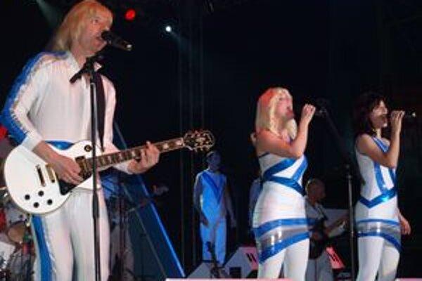 Abba šou sa v piatok predstavila v športovej hale v Nitre. Bol to jeden z troch slovenských koncertov.