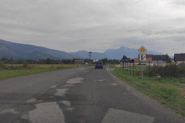 Ťah na Tatry prechádzajúci Pribylinou cestári opravujú.