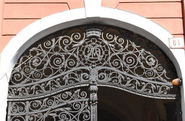 Aj túto kovanú nádheru možno obdivovať v historickom centre Košíc.