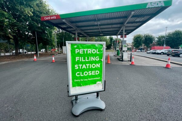 Niektoré čerpacie stanice v Británii museli zatvoriť.