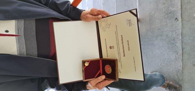 Detail na odznak a diplom