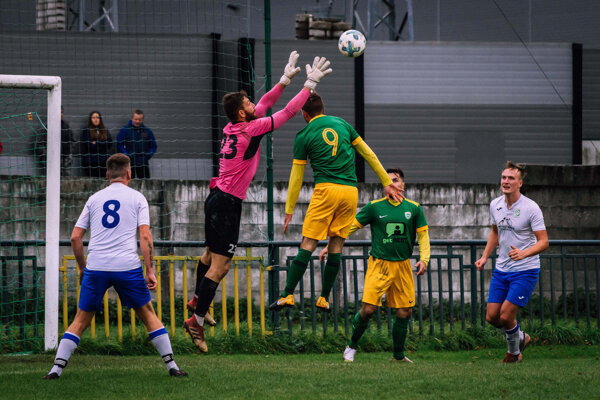Futbalisti Predmiera (v zeleno-žltom) predviedli proti Starej Bystrici dokonalý obrat.