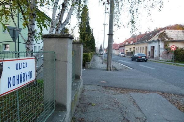 Koháryho ulica v Leviciach.