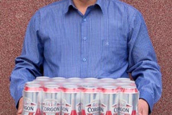 Pre kartón piva Corgoň od spoločnosti Heineken si prišiel víťaz 14. kola Roman Súkenník zo Zemianskych Sadov.