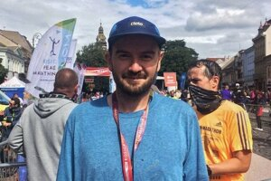 Takto vyzerá teraz. Martin Dubéci behá približne rok, nedávno absolvoval svoj prvý polmaratón a v nedeľu pobeží prvý maratón.