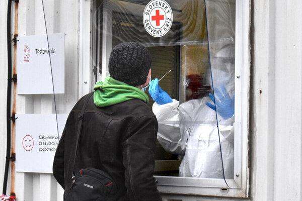 V okrese Bardejove evidujú približne 443 aktívnych prípadov.