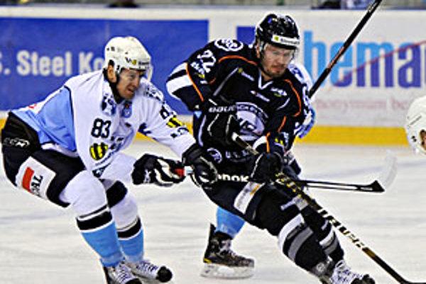 Hokejisti Nitry po výhre v Košiciach opäť doma sklamali svojich priaznivcov.