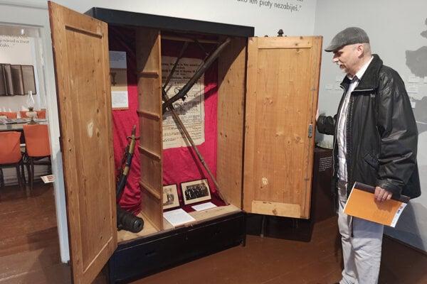 Hodžovu revolúciu zatvorili do skrine. Aj to je jeden zo symbolov vynovenej expozície.
