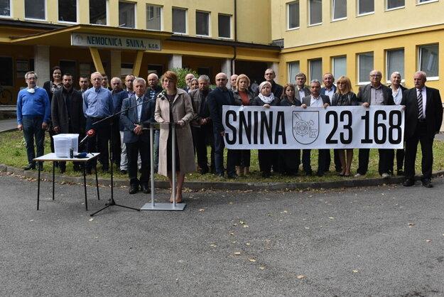 Výsledky petície za zachovanie regionálnej nemocnice v Snine predstavili zástupcovia samospráv v okrese.