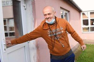 Systematicky vyhľadáva športové talenty na Základnej škole Ľ. Podjavorinskej a poskytuje im príležitosti prejaviť sa.