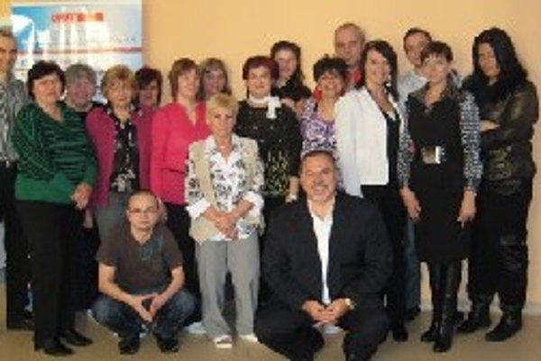 Predseda Klubu starostov Tibor Sklut s kolektívom spolupracovníkov