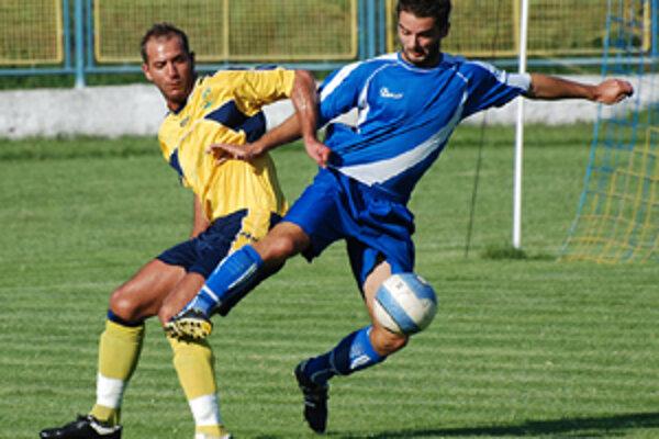 V derby 1:0. Hurbanovo tesne zdolalo Kolárovo. Vľavo domáci Pantokai.