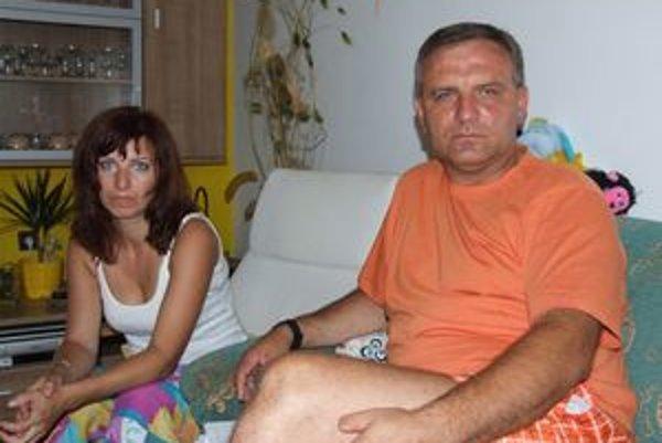 Jozef Bódi s manželkou. Vo štvrtok mu prišla z Čiech druhá výzva, aby nastúpil na výkon trestu.
