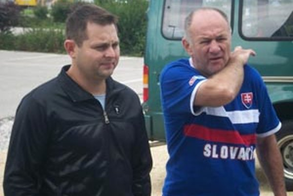 Generálny manažér Róbert Endrödy a asistent trénera Rudolf Uličný.