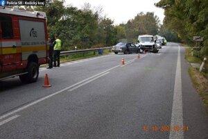 Nehoda skončila ťažkým zranením jedného z vodičov.