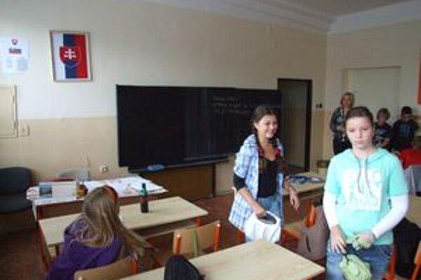 Druhá najmenšia škola Nitry ZŠ Cabajská problémy so symbolmi nemala. Peniaze na ne by ale vedela použiť inak a lepšie - na bežný chod školy.