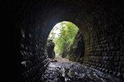 Keď sa vyberiete do Slavošovského tunela sám a svietite si len mobilom, to svetlo na konci tunela uvítate s veľkým výdychnutím.