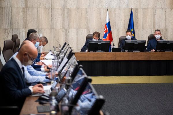 Rokovanie vlády, tretí sprava minister financií Igor Matovič.