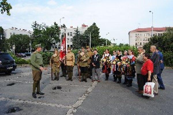 Začiatok pochodu spred Mestského úradu v Nitre.