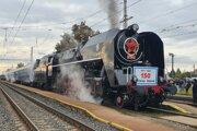 Milovníci historických vlakov mali možnosť sa v starých súpravách i povoziť.
