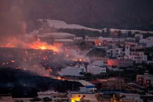 Láva ničí mesto na ostrove La Palma.