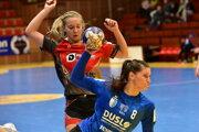 S loptou Šalianka Diana Mária Vargová, autorka 6 gólov.