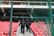 Polícia na derby Spartak Trnava - Slovan Bratislava.