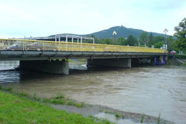Rieka Nitra je v meste pod Zoborom naďalej vo svojom koryte.