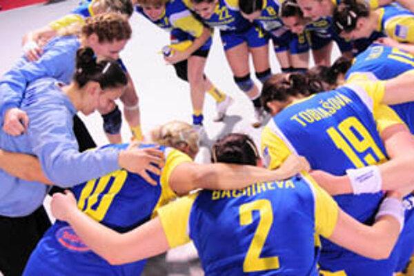 V Michalovciach sa z postupu do finále radovali domáce hádzanárky.