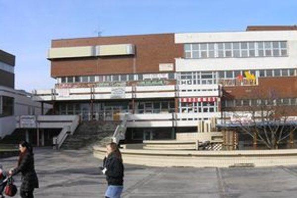 Bývalý dom kultúry Orbis v centre mesta. Do roku 2007 tu fungovalo kino.
