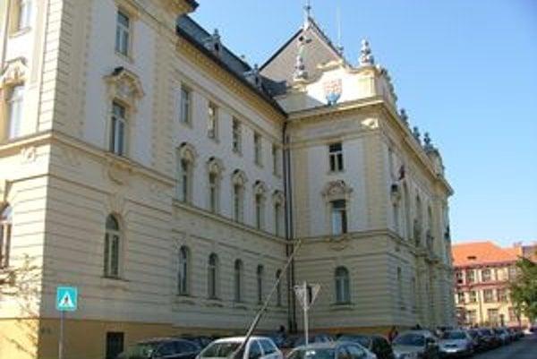 Na nitriansky súd sa s návrhom na oddlženie vlani prihlásili len štyria ľudia.
