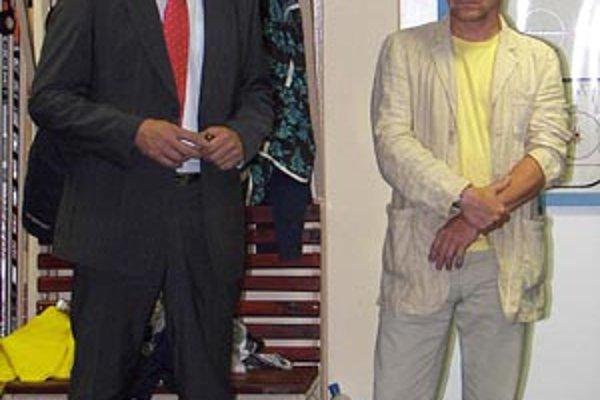 Jozef Dvonč (vľavo) berie hrozby nad nitrianskym hokejom vážne a chce mu pomôcť.