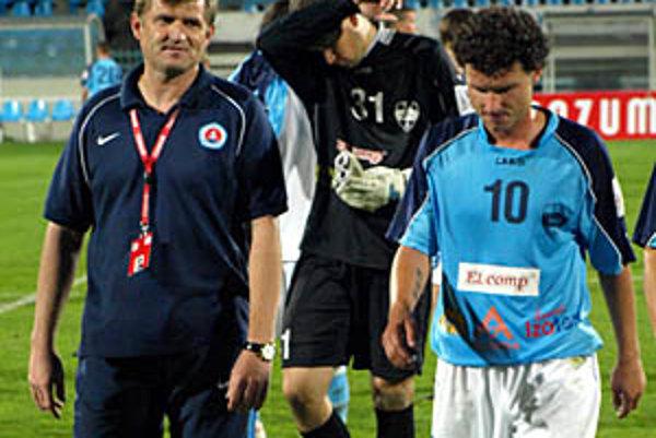 Bývalý hráč Plastiky Nitra Michal Hipp sa so svojím tímom tešil z víťazstva, domáci hráči (Hroššo, Hodúr) po konečnom hvizde smútili.
