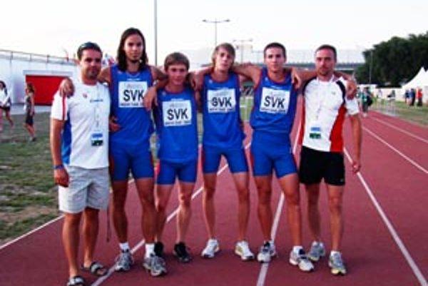 Na majstrovstvách Európy juniorov v Srbsku zľava Illéš (tréner), Turčáni, Beňa, Páleník,Mokráš a Filip (tréner).