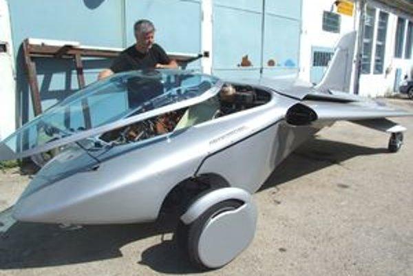 Aeromobil sa od zeme odlepí pri rýchlosti 130 kilometrov za hodinu.