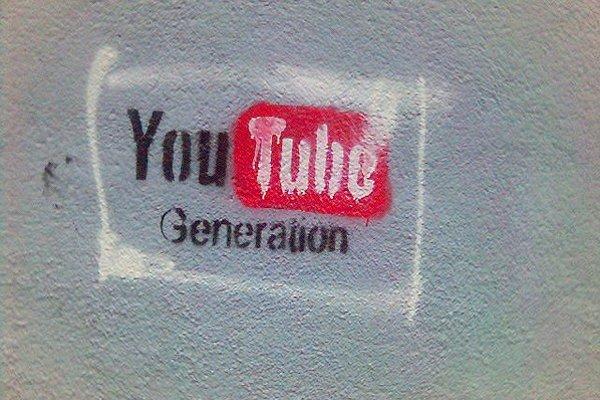 Video na Facebooku rýchlo rastie, ale stále sa viac pozerá na YouTube.