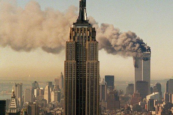Jedna z najznámejších konšpirácií hovorí o tom, že za útokom na Dvojičky stojí americká vláda.