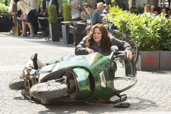 Melissa McCarthy ako síce netradičná, ale dobrá agentka.